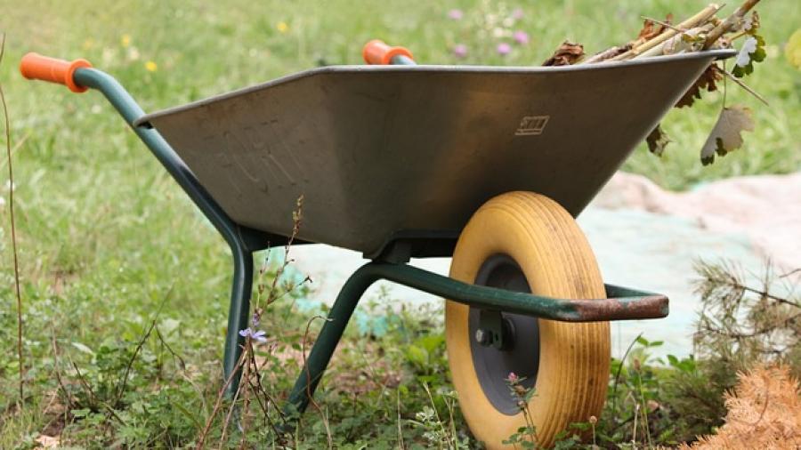wheelbarrows-4474525_640